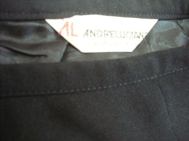 【アンドレルチアーノ】黒のミニスカートです < ブランドの