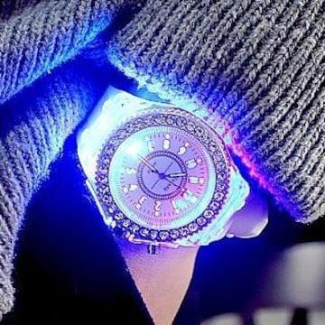 特A品 新品1円〜★送料無料★幻想七色光ダイヤモンドホワイトウォッチ腕時計