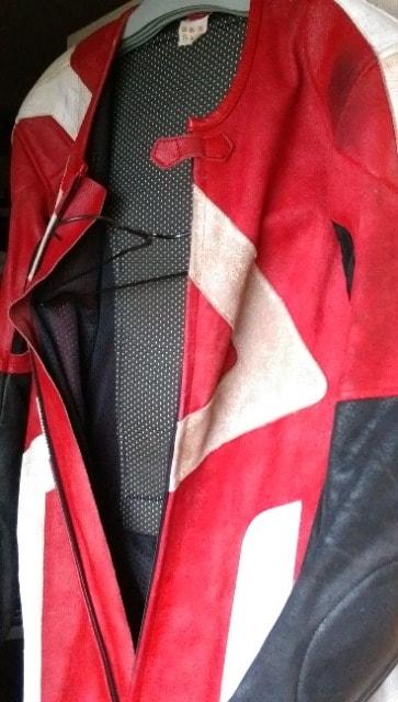 服送円レーシングスーツ赤/黒S-Mバイクツナギ上下160ライダースウェアスエード < 自動車/バイク