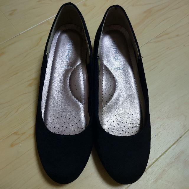 美品 レディース 黒パンプス 22.5 式に  < 女性ファッションの