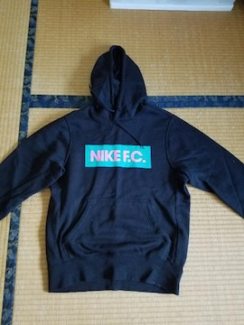 NIKE FCのパーカー!