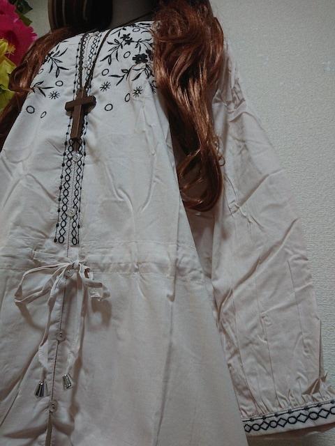 ★新品タグ10L★刺繍チュニブラウス¥6589 < 女性ファッションの