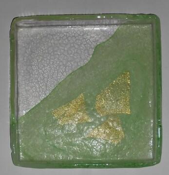 日本製作家物金箔入りガラス器緑白です。