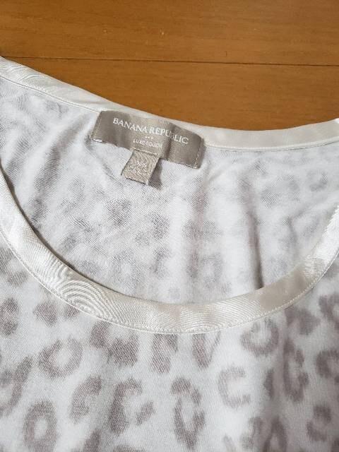 バナナ リパブリック アニマル柄 ヒョウ柄 半袖 Tシャツ XS < 女性ファッションの