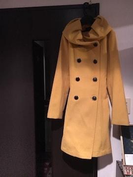 黄色 コート