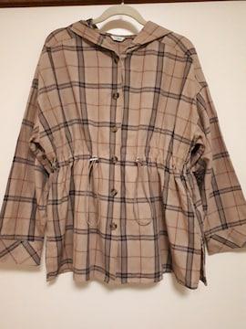 チェック柄とウエスト絞りデザインが可愛い薄手ジャケット