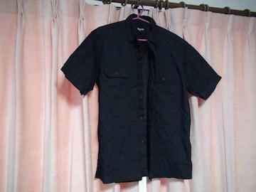 ユニクロの黒の半袖ドレスシャツ(M)!。