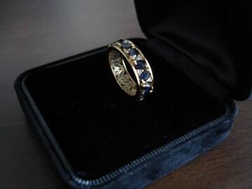 サファイヤとダイヤがふんだんに使われた18Kデザインリング