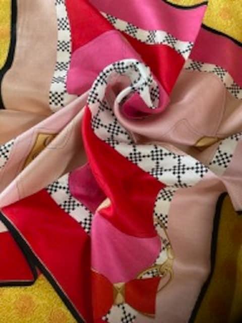 FURLAフルラ シルクスカーフBAG/pr < 女性ファッションの
