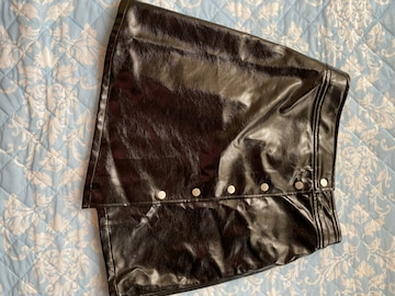 黒台形スカート