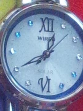 WIREDソーラー電源腕時計アナログ針文字盤10+1石リューズダイヤ