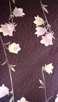 可愛い小花柄の一重の着物です。