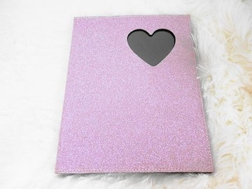 ピンク紫グリッター黒ハートくり抜き写真入れフォトブック手紙
