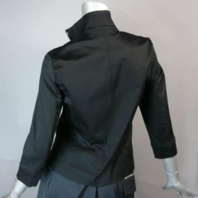 ≪7号・新品≫美シルエット・黒ジャケット・送料込み < 女性ファッションの