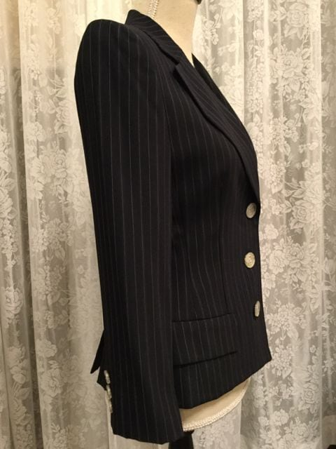 超美品☆ J&R ネイビーブルー系ペンシルストライプ ブレザー☆ S < 女性ファッションの