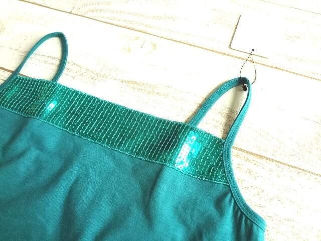 新品 priscilla bus スパンコール キャミソール 緑 < 女性ファッションの