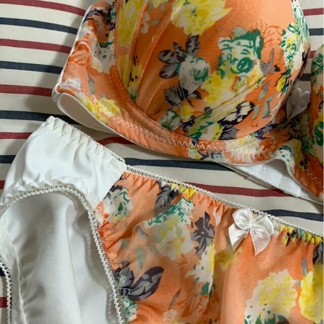 新品 D 70M ブラジャー&ショーツセット オレンジ花柄 < 女性ファッションの