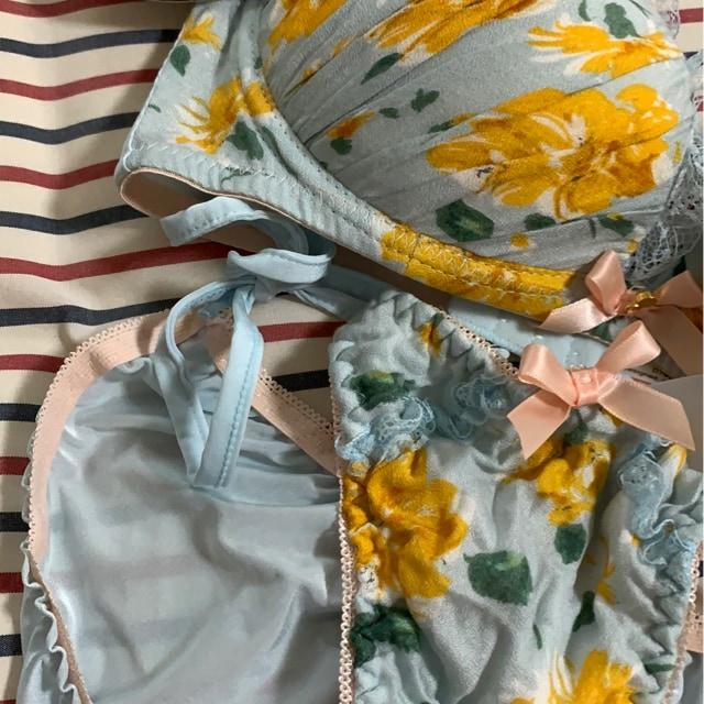 新品 D 70M ブラジャー&ショーツセット 水色花柄 < 女性ファッションの