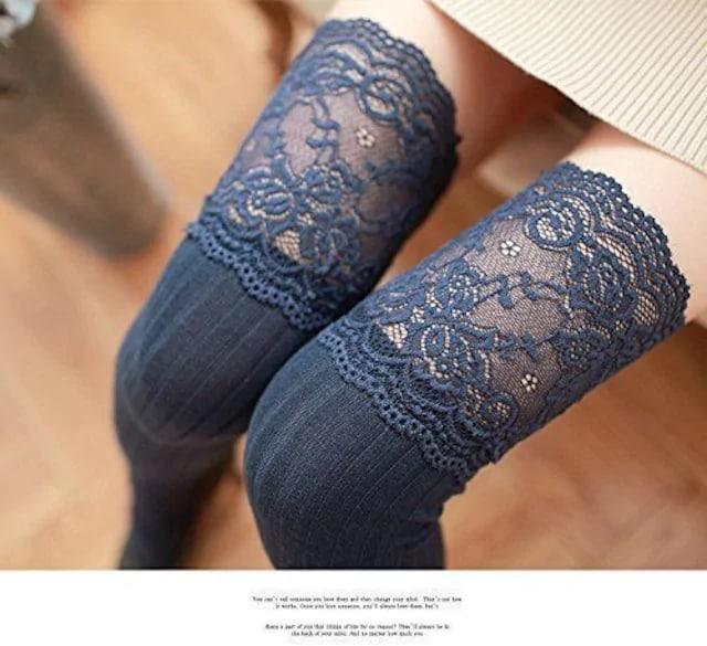 可愛い上質綿レジャー保温ストライプハイソックス レース付紺  < 女性ファッションの