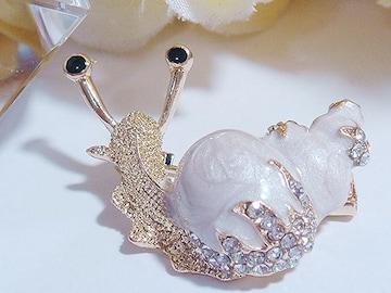 ★新品★可愛い白い殻のカタツムリブローチ