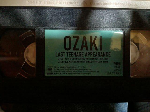 俺の原点!尾崎豊VHS「LAST TEENAGE APPEARANCE 」 < タレントグッズの