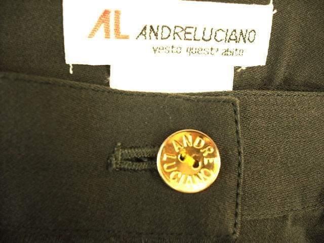 【アンドレルチアーノ】ロゴ入りのカーキミニスカートです < ブランドの