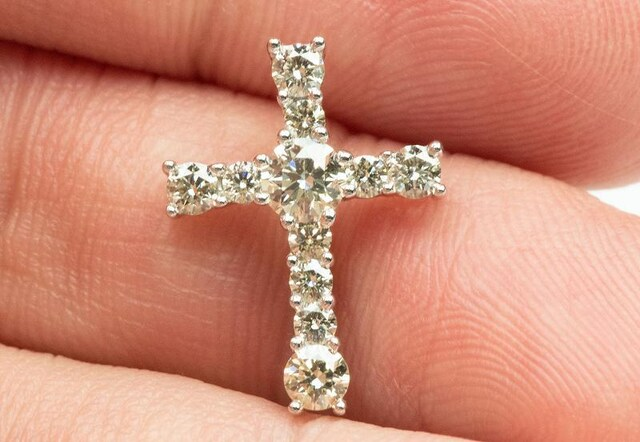 K18WG クロス 十字架 0.50ct ダイヤモンド ペントップ < 女性アクセサリー/時計の
