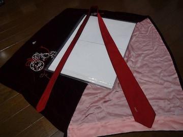 YVES SAINT LAURENTの赤のネクタイ !。