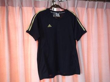 アディダスの黒のTシャツ(XL)!。