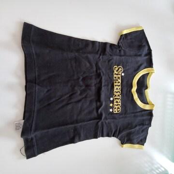黒に黄色のふち、黄色の英語半袖Tシャツ100