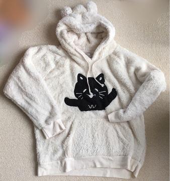 黒猫キャラワッペン&クマ耳シャギーボアパーカープルオーバー白