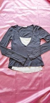 杢チャコールグレー×白ホワイトキャミソール重ね着長袖Tシャツ