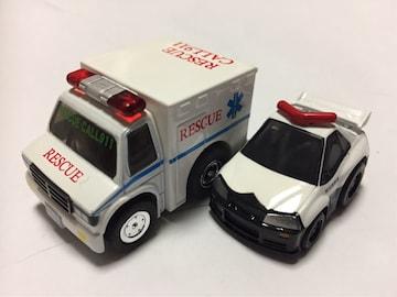 チョロQ・外国 救急車、ちびっこ日産スカイラインGT-Rパトカー。