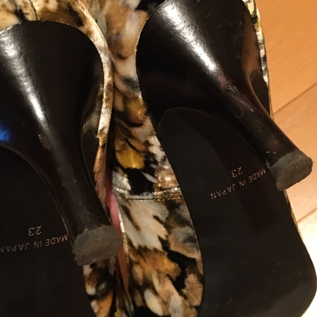 モードエジャコモ ベルベット パンプス 23cm ヒール < 女性ファッションの