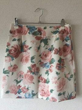 セシルマクビー 花柄 フラワー ミニスカート 白 ホワイト