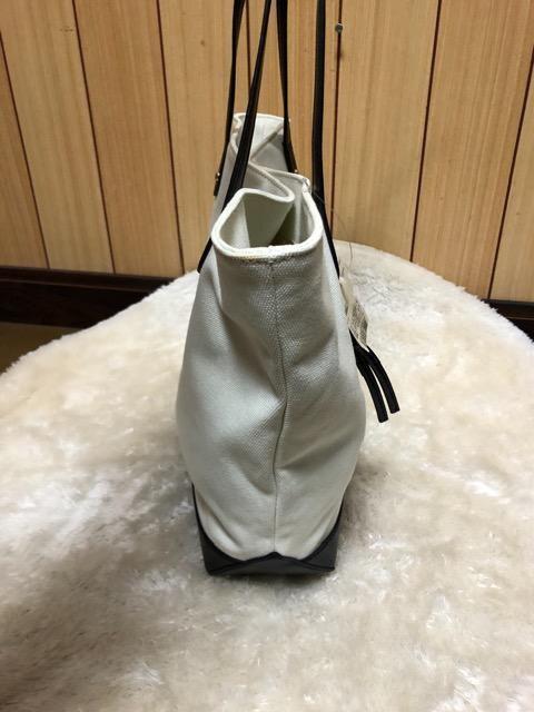 新品タグ付きGoldenBearトートバック& Beaure天然皮革ポーチ < 女性ファッションの