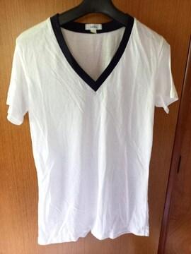 �B 白のシャツ