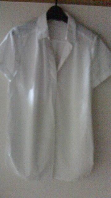 白いシャツ  < 女性ファッションの