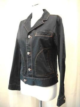 【ワールド】ステッチ入り黒のジャケットです