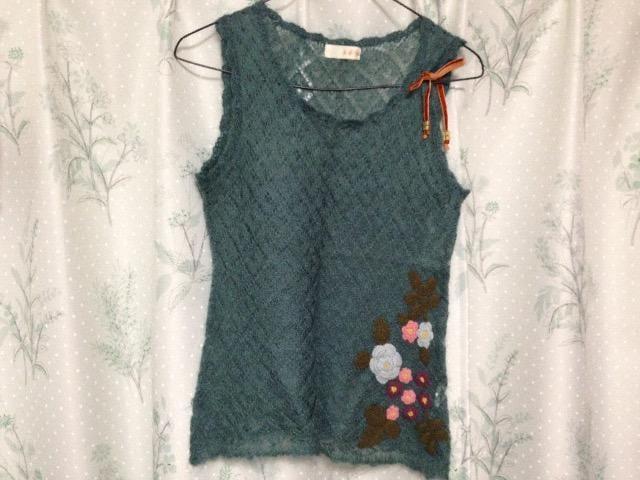 花柄刺繍ニットノースリーブタンクトップ  < 女性ファッションの