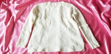 ユニクロ白ホワイト暖か可愛い長袖丸首ブークレーニットセーター