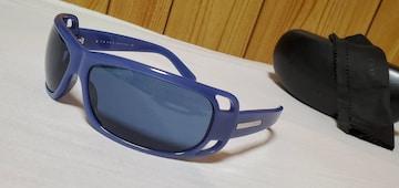 正規美 プラダ オープンフレームスポーティーサングラス 黒×青 メタルロゴエンブレムアロー