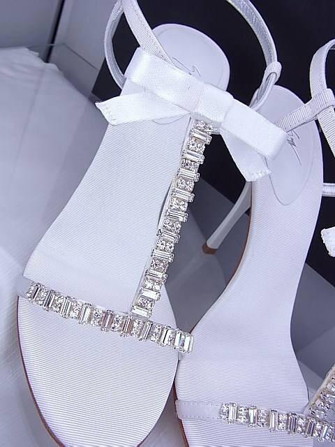 ジュゼッペザノッティ ラインストーン サンダル 未使用 ホワイト 36★dot < 女性ファッションの