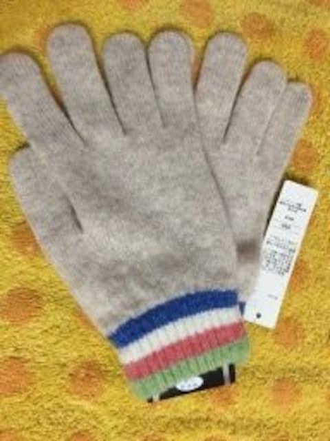 スコットランド製ニット手袋ウール100%薄ベージュ < 女性ファッションの