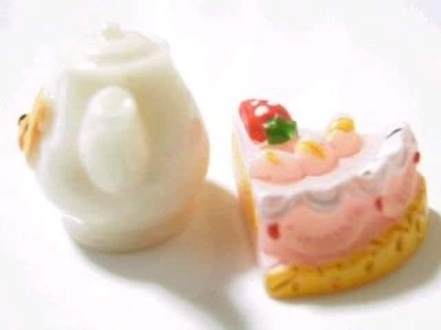デコパーツストロベリーケーキ&くまさんポット2個セット < 香水/コスメ/ネイルの