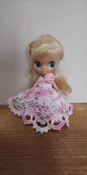 プチブライスピンク×白のレース編みドレス