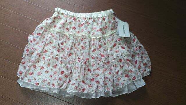 ☆新品タグ付き 花柄シフォンスカート☆  < 女性ファッションの