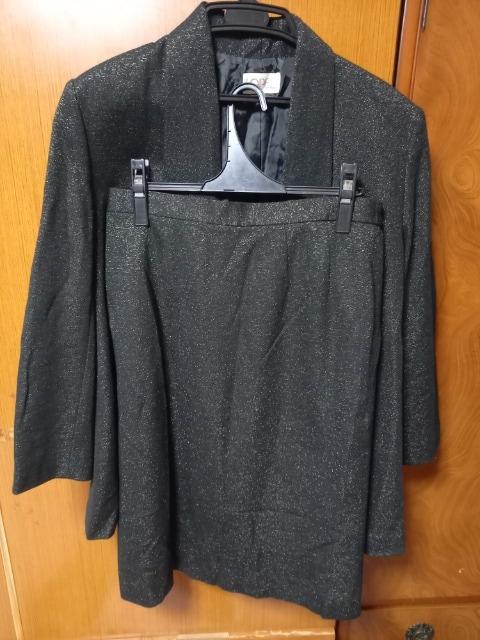 ∞ 黒にキラキラ入りスーツ  < 女性ファッションの