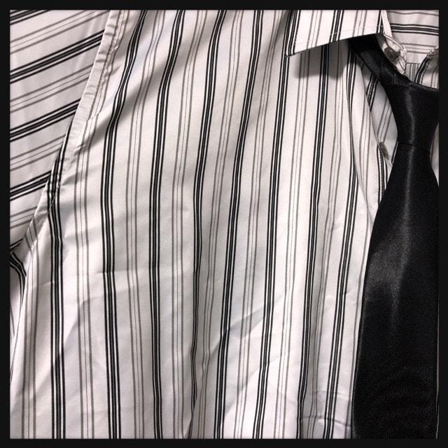 4L・ネクタイ付きツヤストライプシャツ新品白/MC03P-005 < 男性ファッションの
