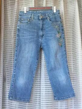 刺繍入りジーンズ